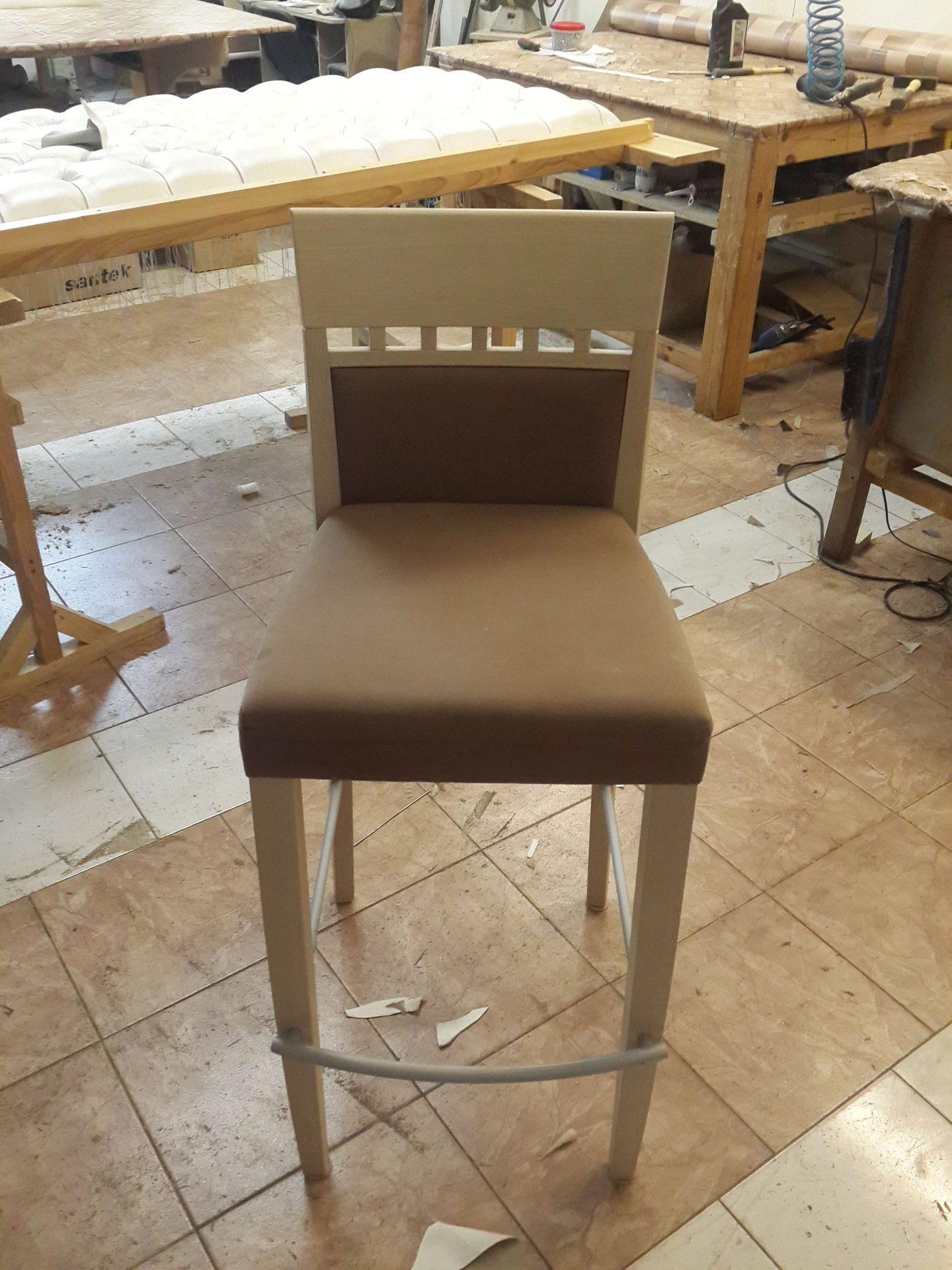 Как перетянуть барный стул своими руками 40