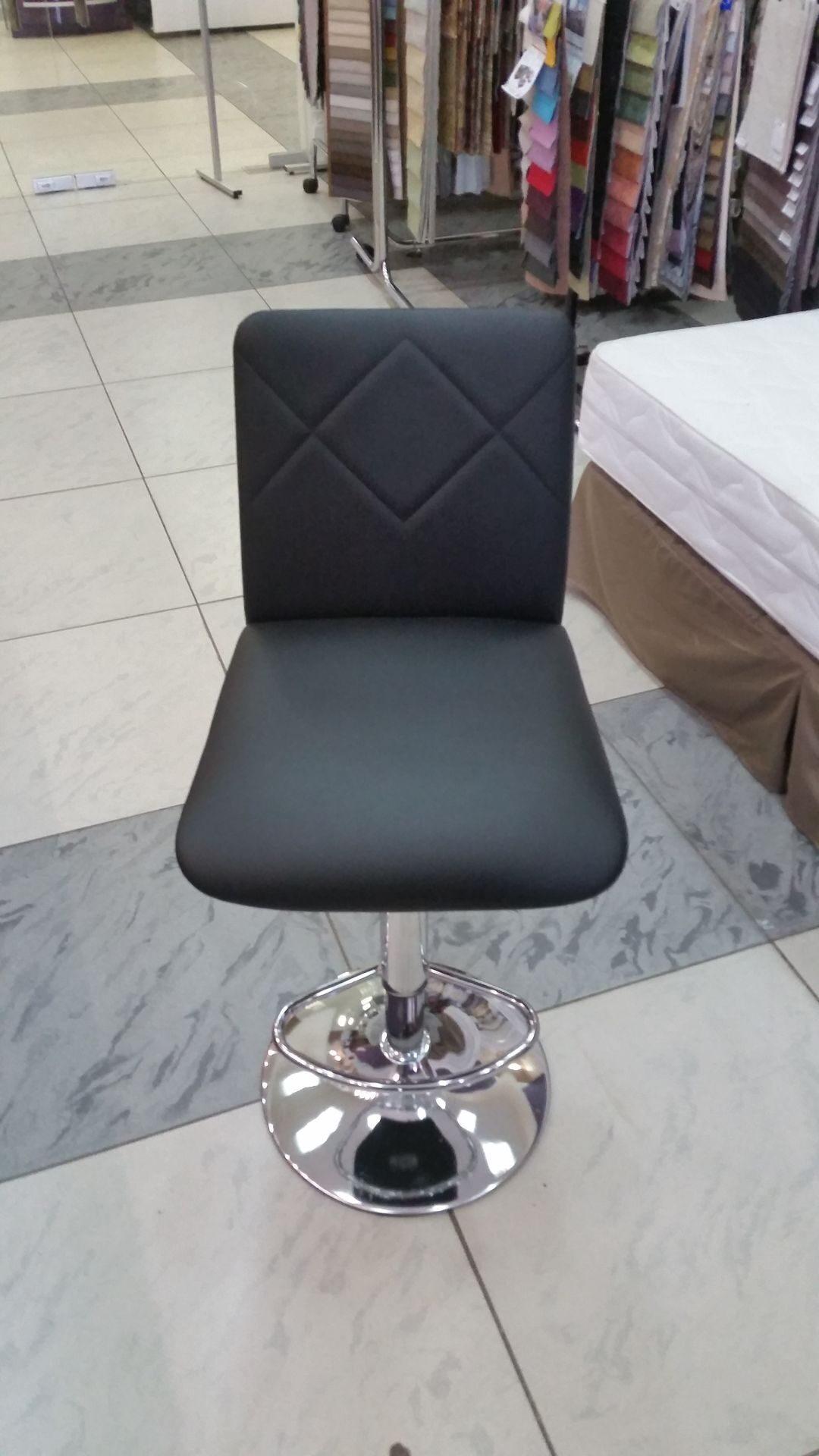Перетяжка барных стульев кожей своими руками 58